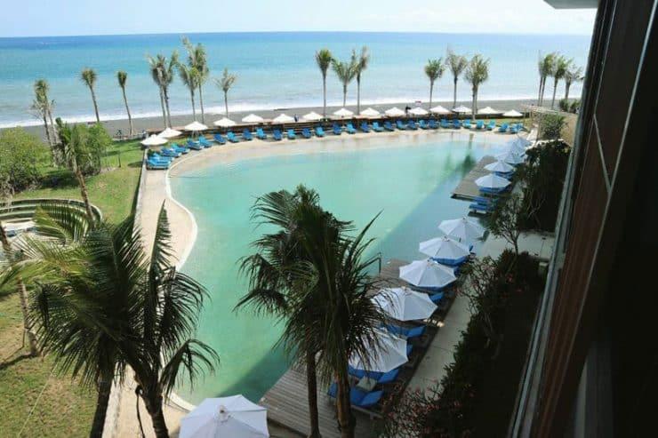 7 Hotel dengan View Langsung Menghadap Pantai. Simak Ulasannya! 1